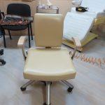 Перетяжка кресла в салоне красоты