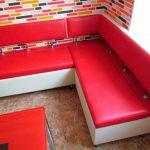 Примеры восстановленных кухонных диванов